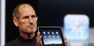 Steve-Jobs-ilk-iPad