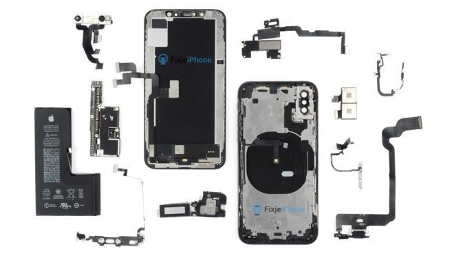 iPhone XS Parçalandı!