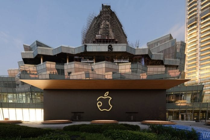 applein-taylandda-actigi-apple-store-buyuluyor-2